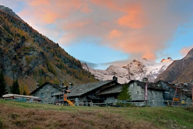 malebné údolí kdesi v Itálii